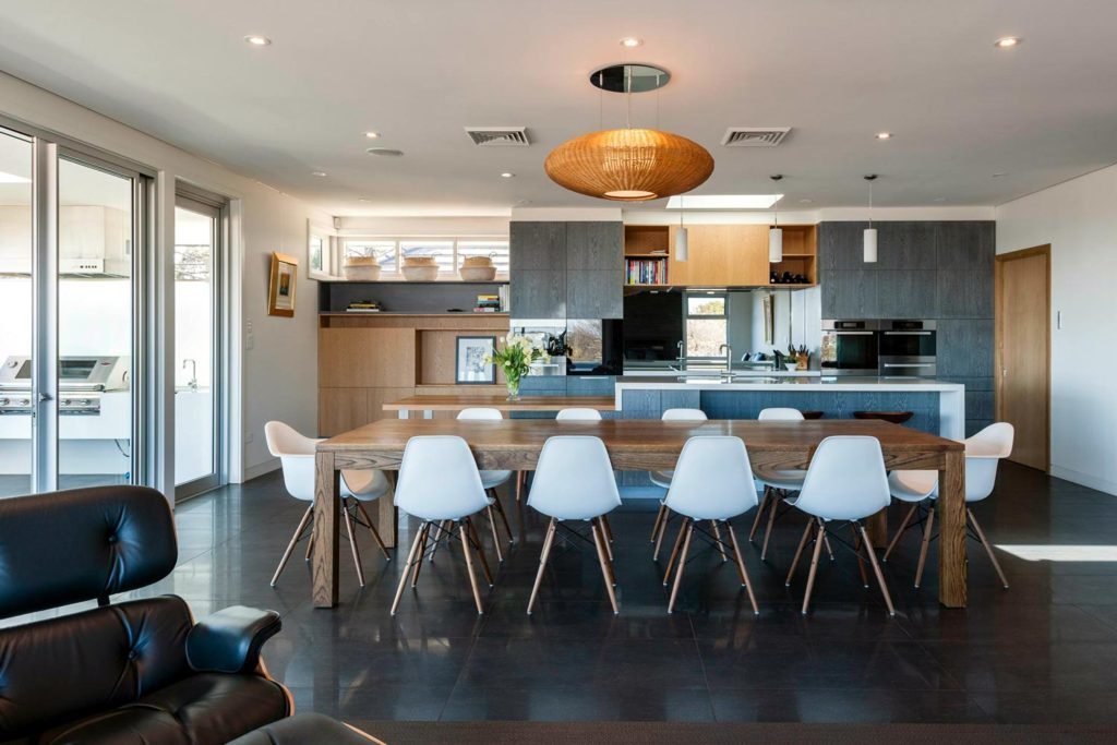 To Renovate or Rebuild? Weighing Up Your Options / Carty Homes